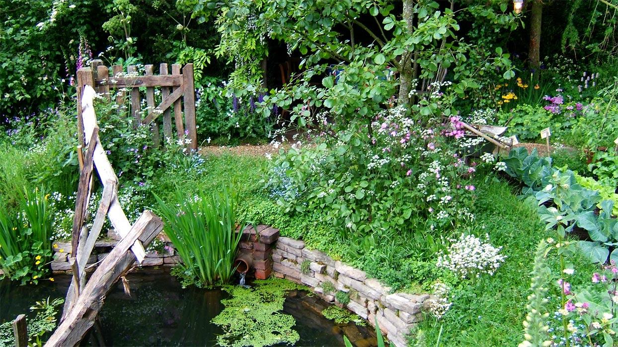2004 - Rustic flower gardens ...