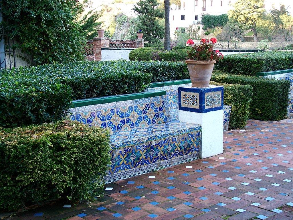 Patios gardens MODERN HOUSE PATIOS GARDENS SEATING