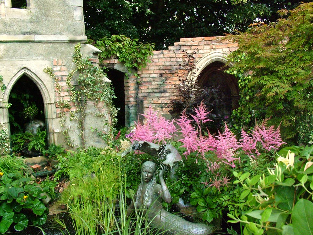 Enchanted Garden: Hampton Court Flower Show