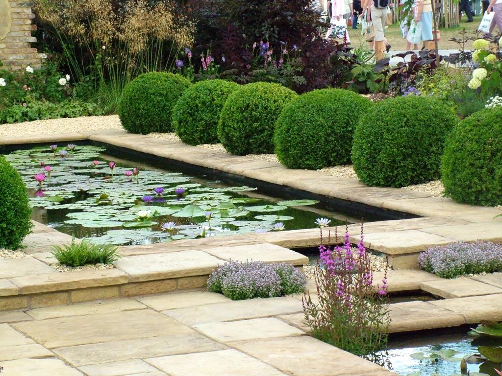 Hampton court flower show for Backyard water garden