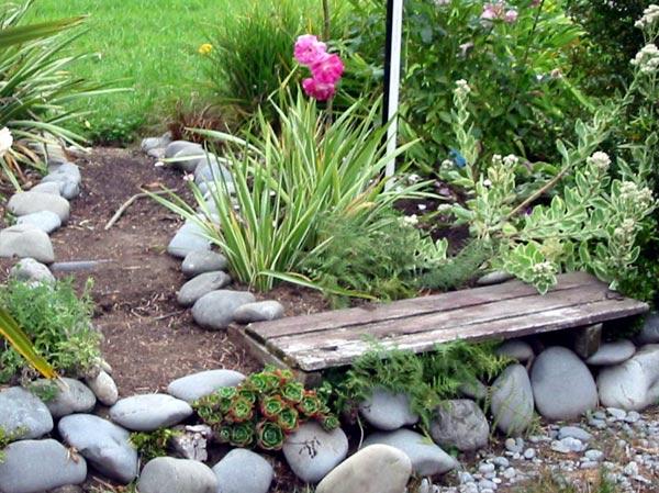 Dog garden path - Gardening for pets ...